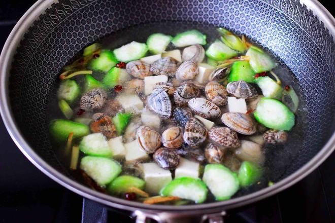 丝瓜花蛤炖豆腐怎么煸