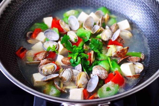 丝瓜花蛤炖豆腐怎样炖