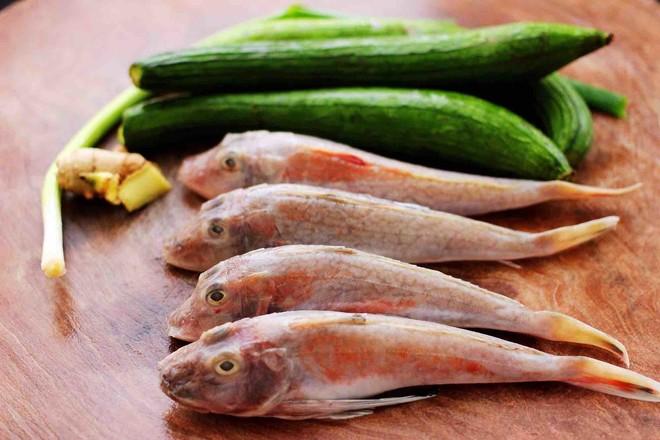 红蟹鱼炖丝瓜的步骤