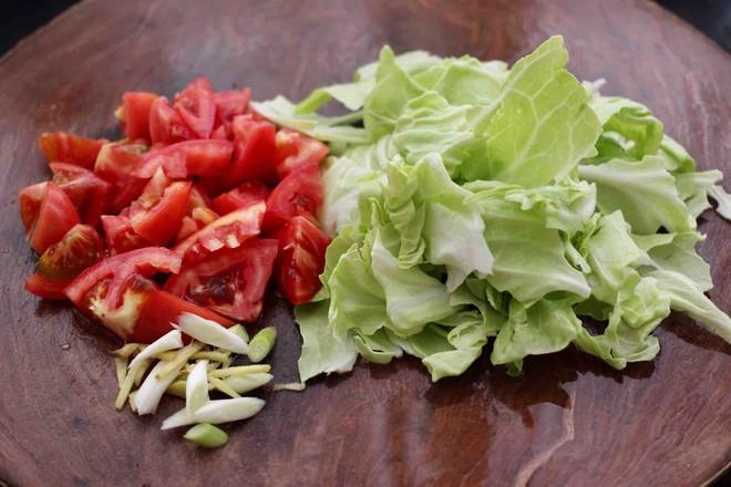 包菜番茄花蛤汤的家常做法