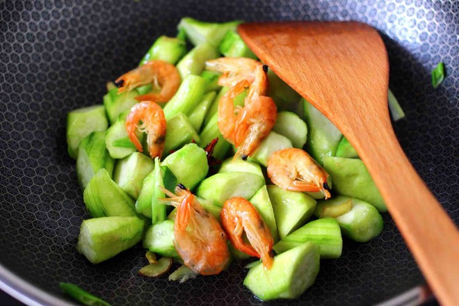 丝瓜虾干炖猪血怎么煮