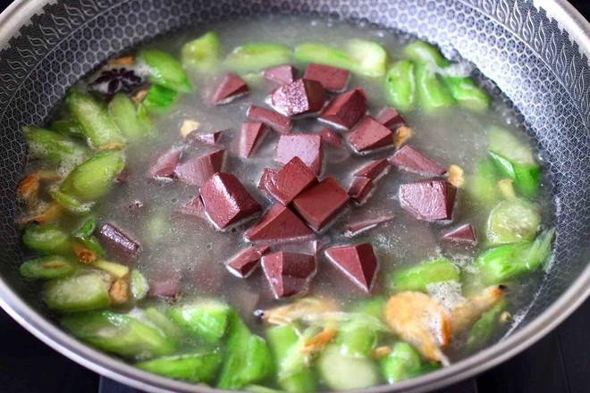 丝瓜虾干炖猪血怎样做