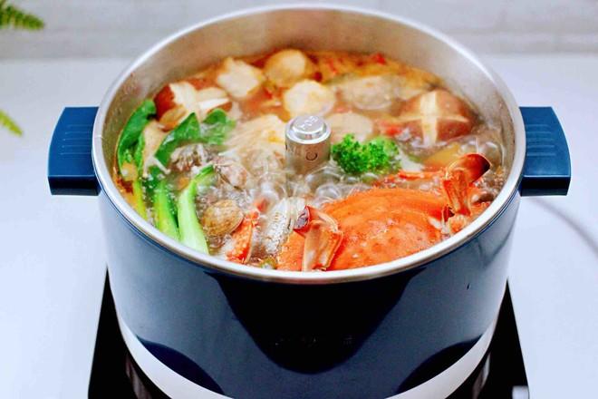 海鲜什锦时蔬火锅的制作