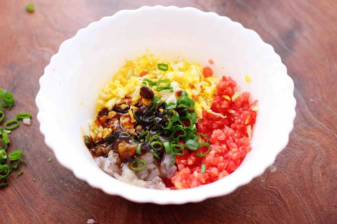 番茄虾仁鸡蛋水晶蒸饺怎么吃