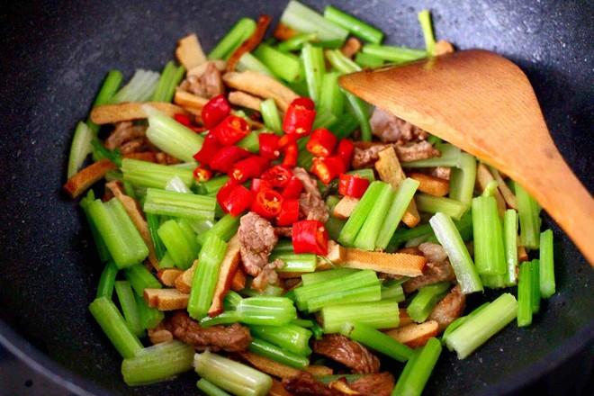 豆干肉片芹菜小炒怎样做