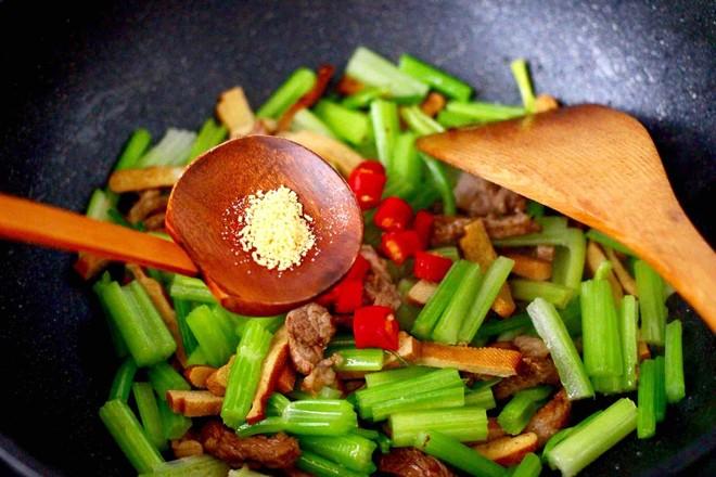 豆干肉片芹菜小炒怎样炒
