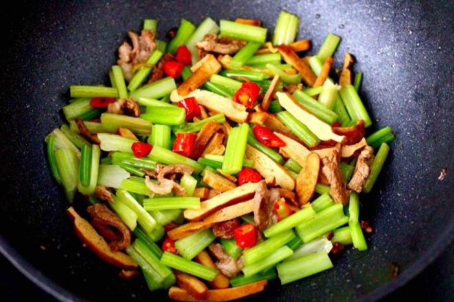 豆干肉片芹菜小炒怎样煮