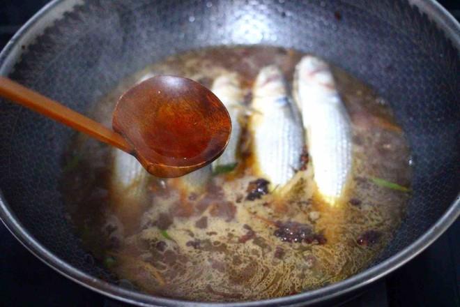 家常酱焖梭鱼怎么煸