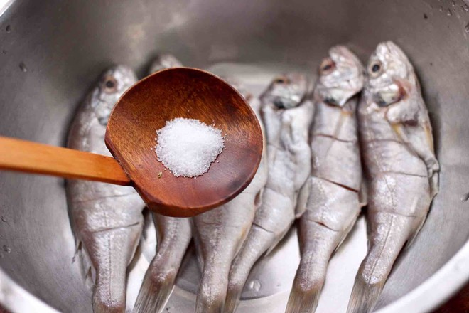 香辣孜然烤鱼怎么吃