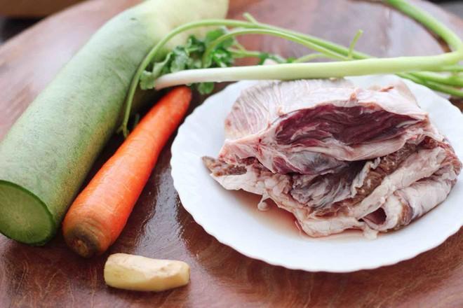 青萝卜牛腩煲的做法大全