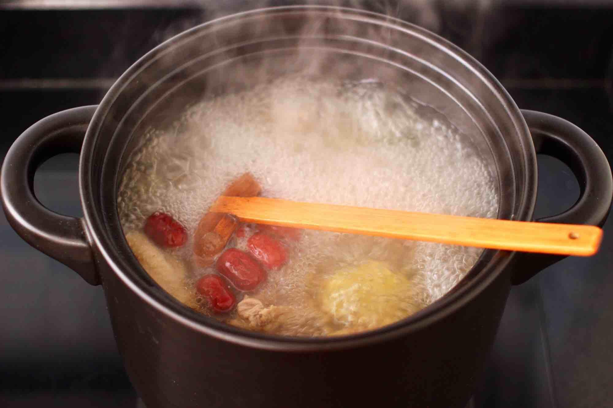 白果红枣鸡汤的步骤