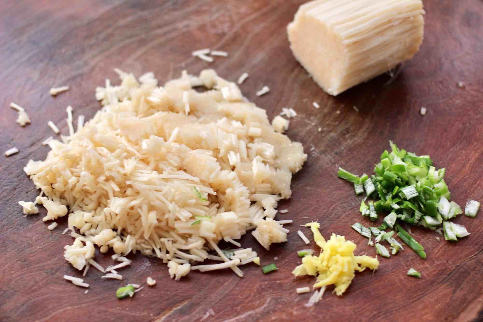 肉丁金针菇鱿鱼饺子的家常做法