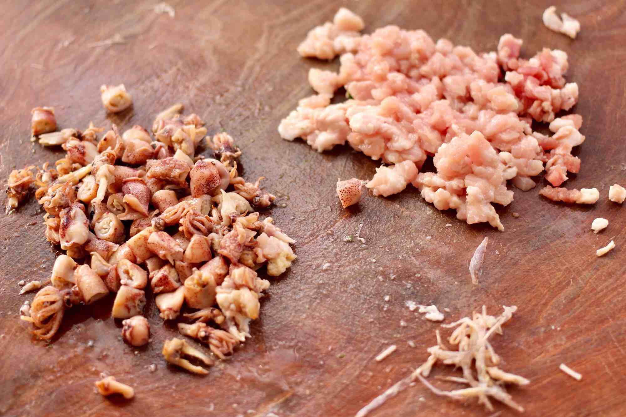 肉丁金针菇鱿鱼饺子怎么吃