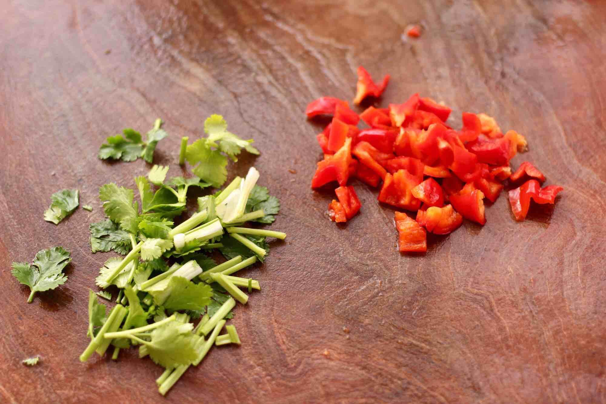花生米拌红根菠菜的做法图解