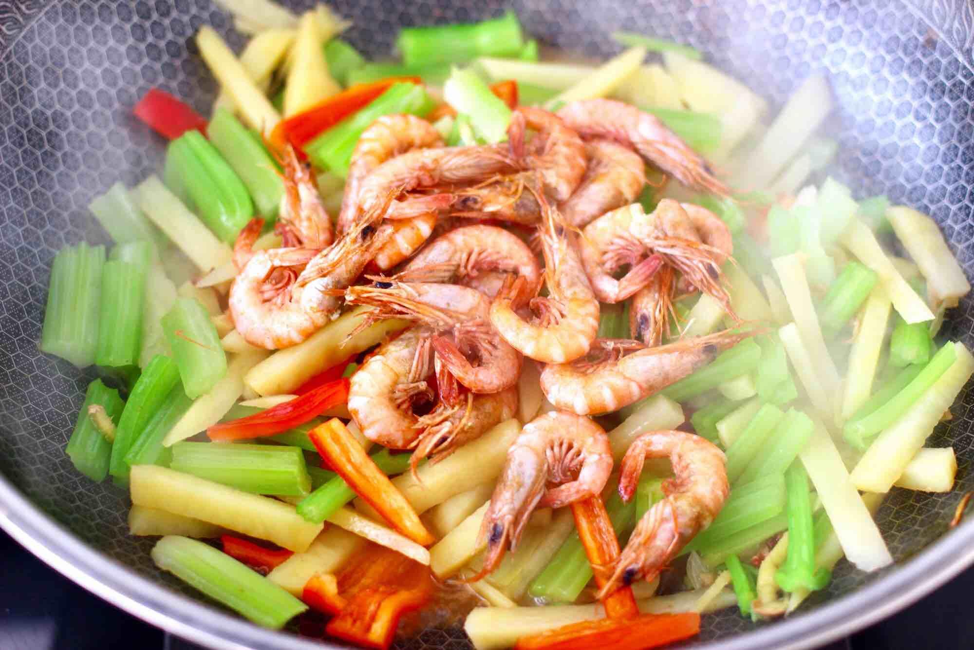 红虾芹菜土豆小炒怎样煮