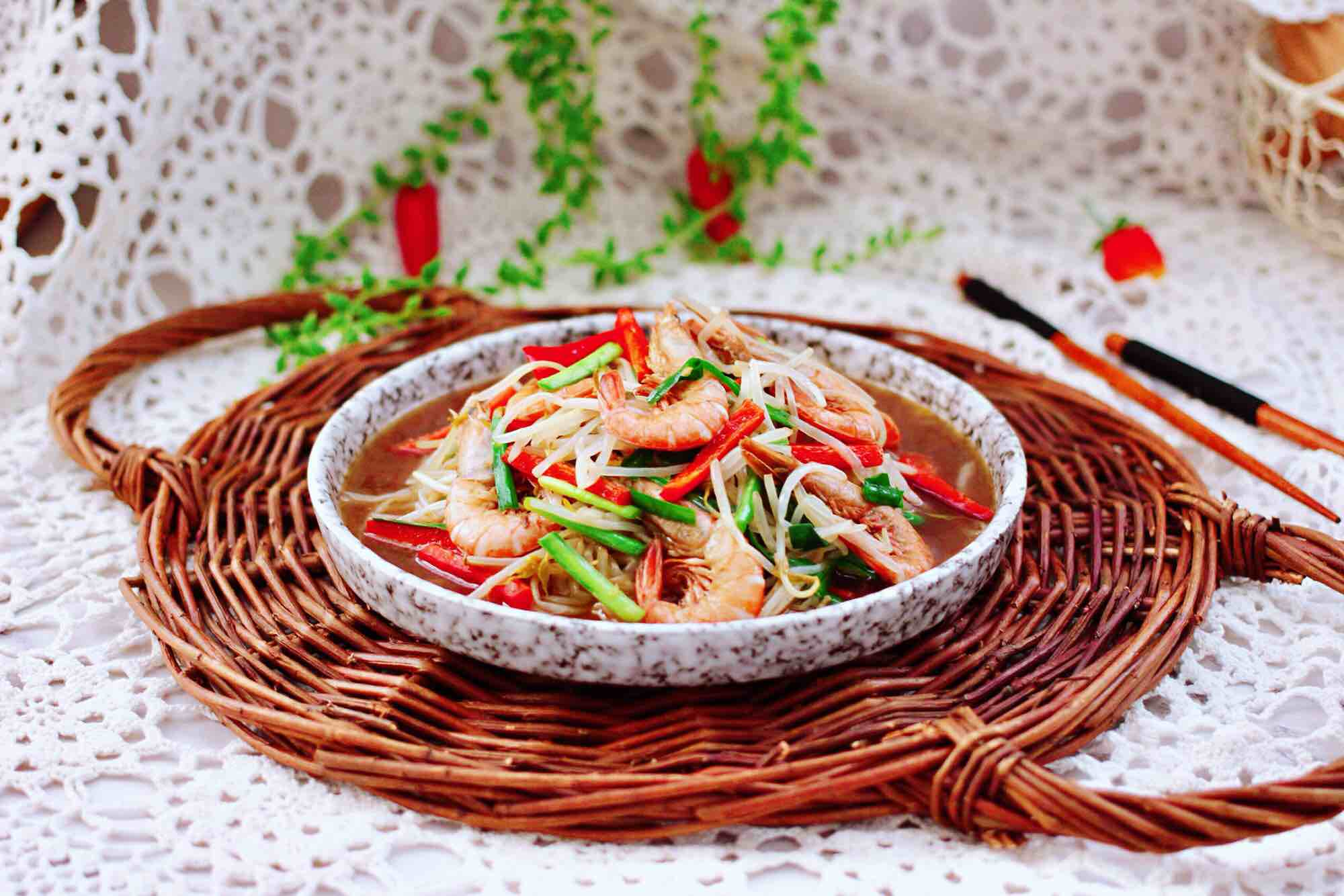 绿豆芽炒红虾成品图