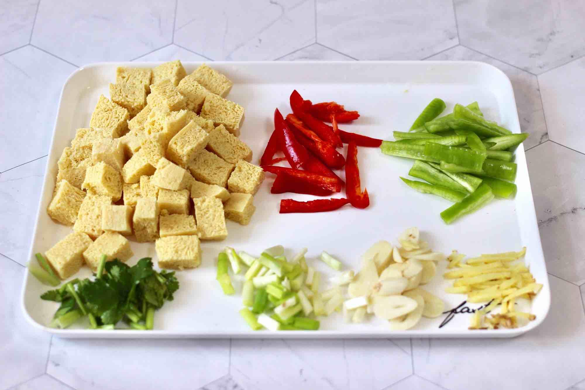 海杂鱼酱焖冻豆腐的做法图解