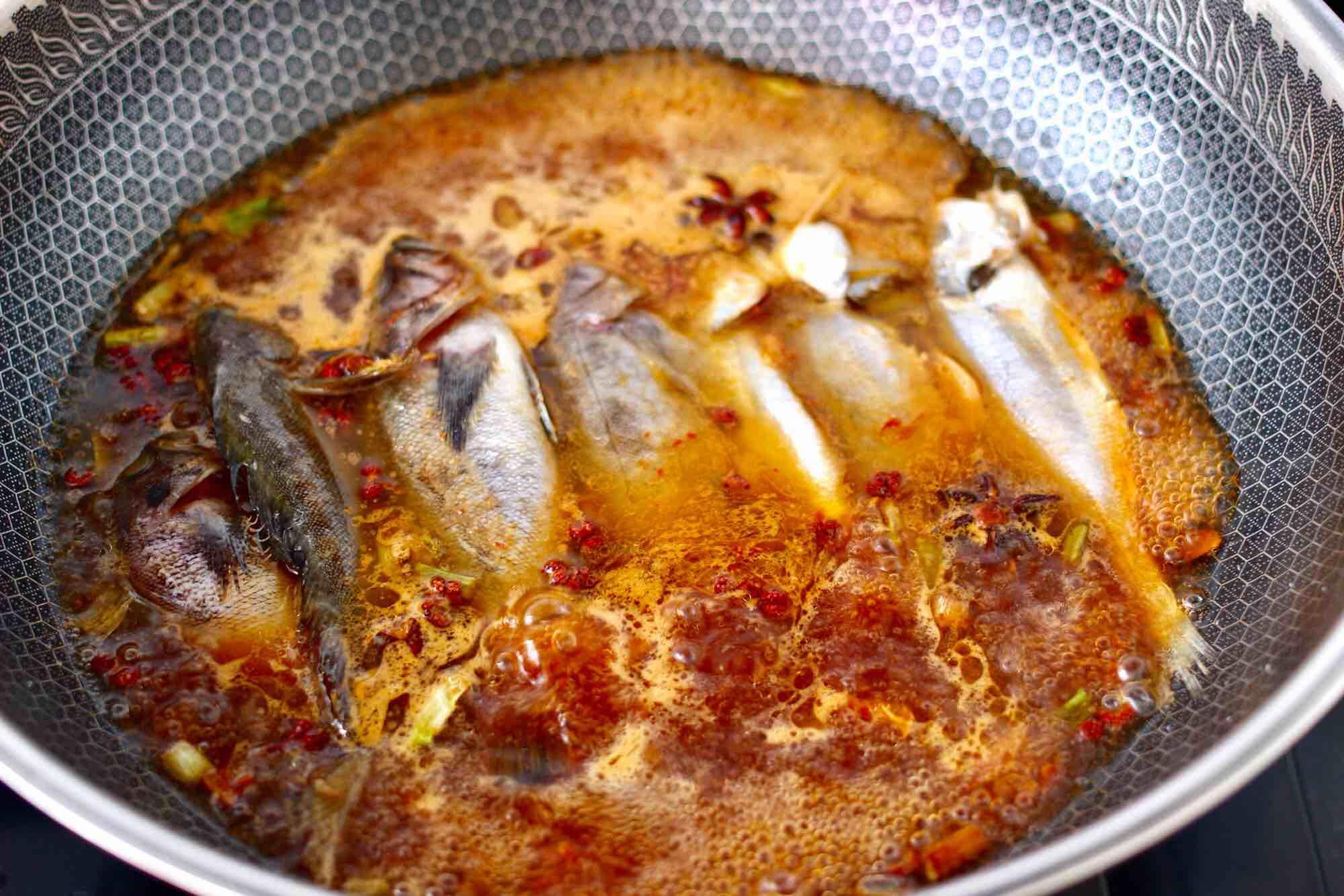 海杂鱼酱焖冻豆腐怎样煸