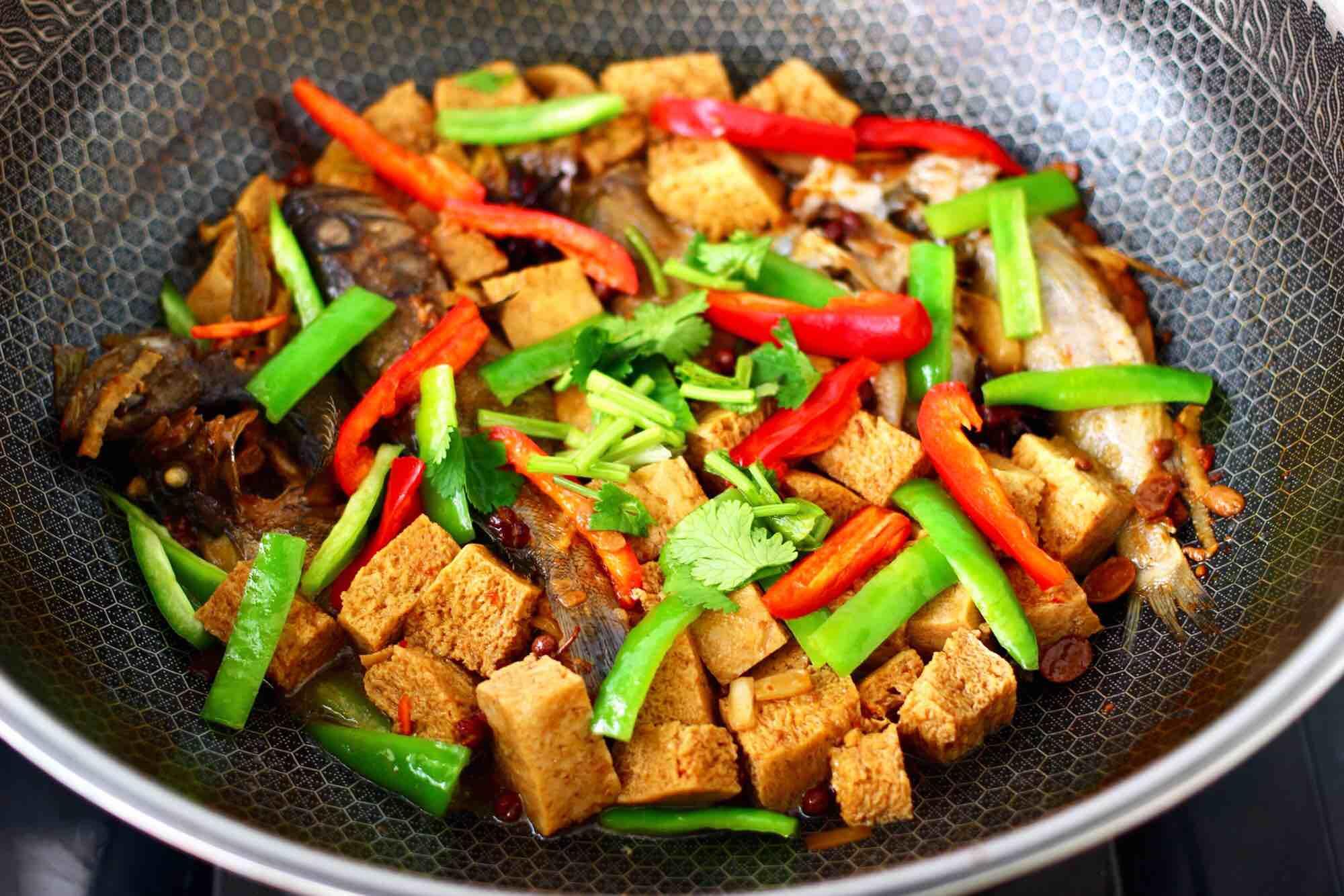 海杂鱼酱焖冻豆腐怎样煮