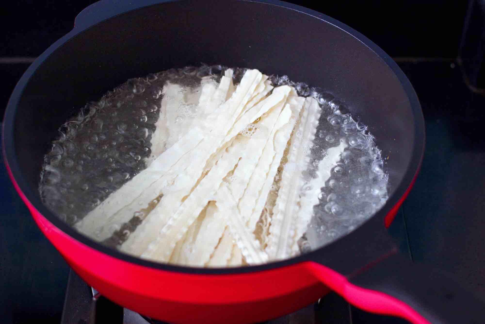 黄瓜飞蛤鸡蛋打卤面的制作方法