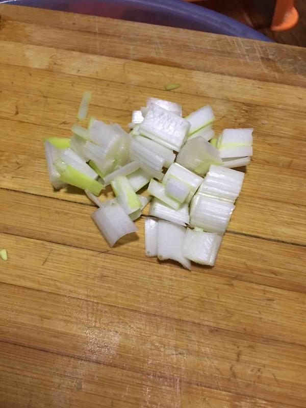 香辣胡萝卜炒羊腿排的简单做法