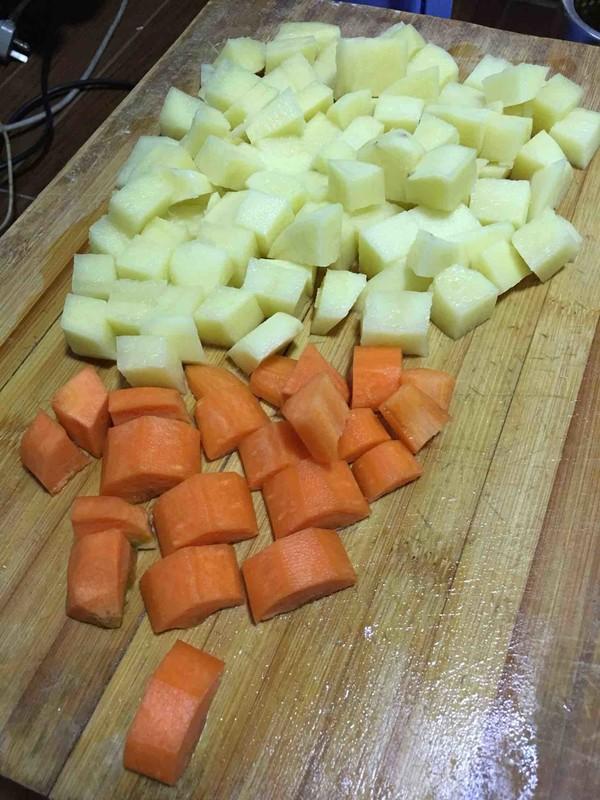 土豆胡萝卜炖牛腩怎么煮