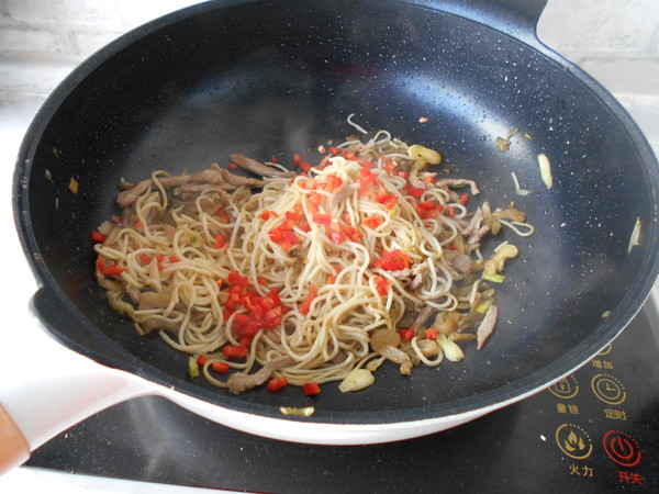 榨菜肉丝炒面的制作方法