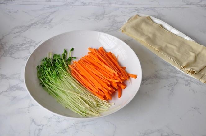 豆皮酱菜卷的简单做法