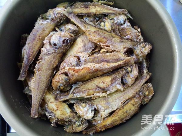 酥焖小黄鱼的简单做法