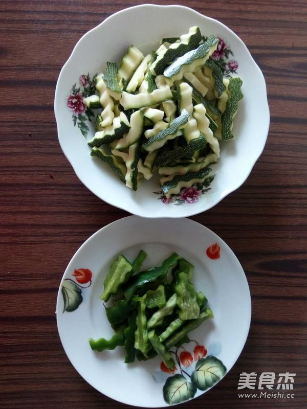 西葫芦柿子椒拌茄子的简单做法