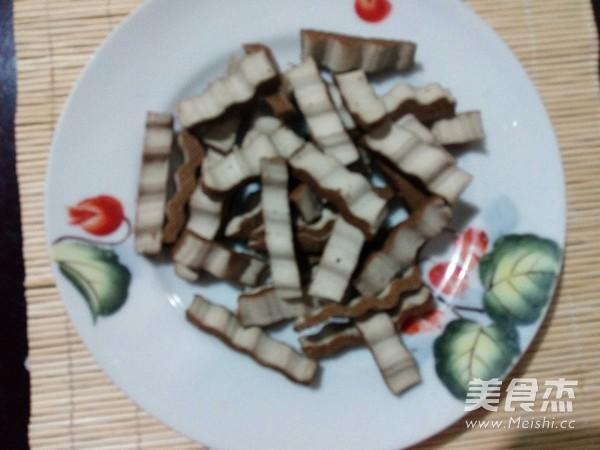豆干西葫芦炒粉条的简单做法