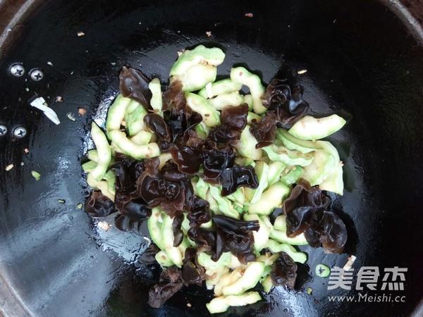蒜肠木耳西葫芦怎么煮