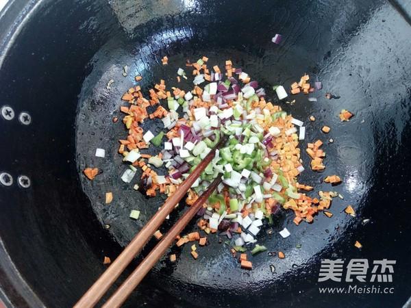 牛肉红萝卜尖椒炒米饭怎么炖