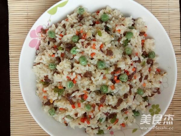 牛肉红萝卜尖椒炒米饭怎样炒