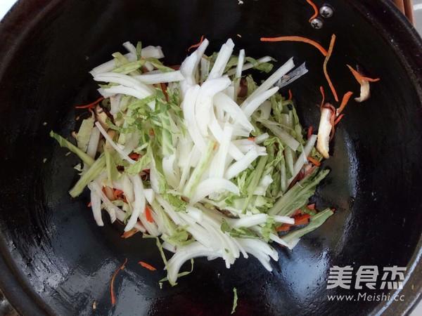 香菇白菜帮炒饼怎样做