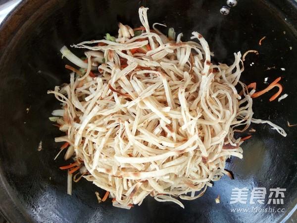 香菇白菜帮炒饼怎样炒