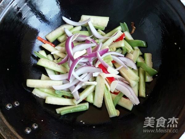 丝瓜木耳炒双椒怎么煮