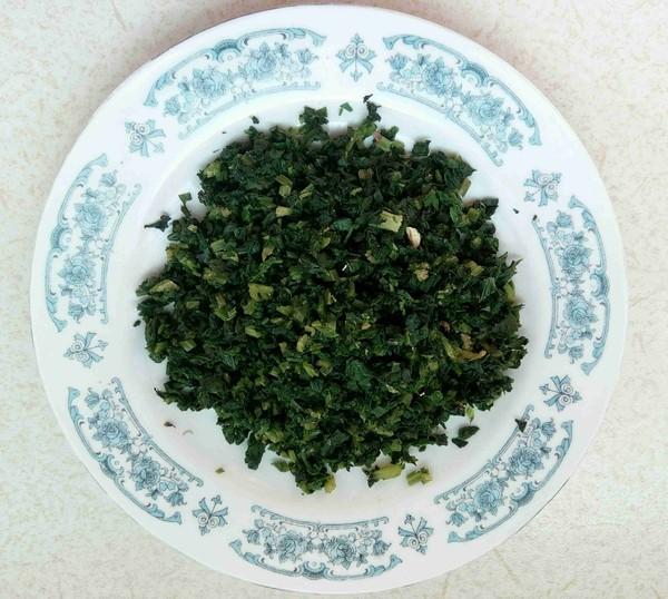 榨菜芹菜叶蛋饼的家常做法