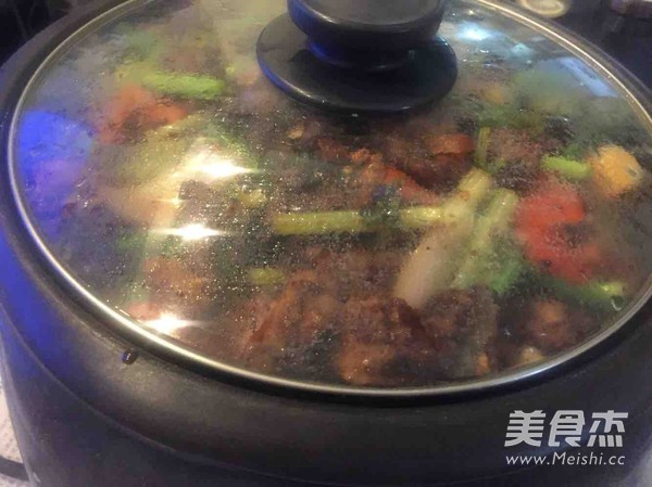 家庭自制川味干锅排骨怎样炒