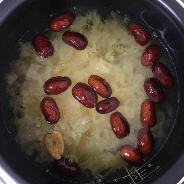 红枣银耳莲子百合羹的家常做法
