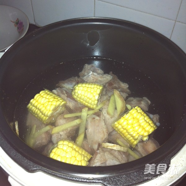 山药玉米排骨汤的做法图解