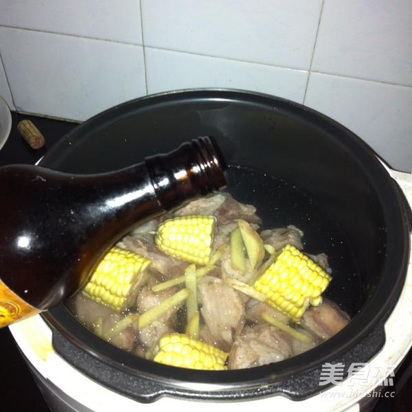 山药玉米排骨汤的家常做法