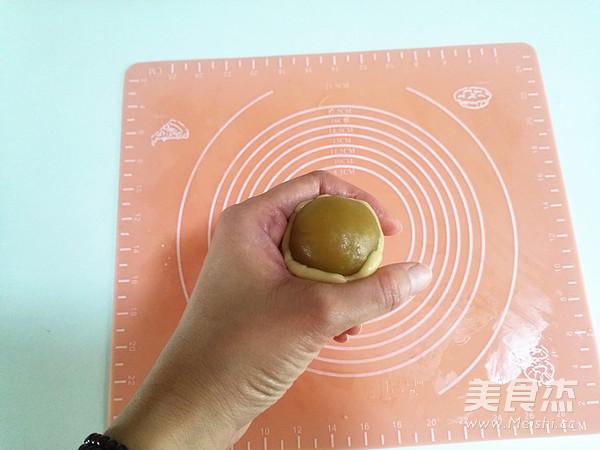 广式莲蓉蛋黄月饼怎样煸