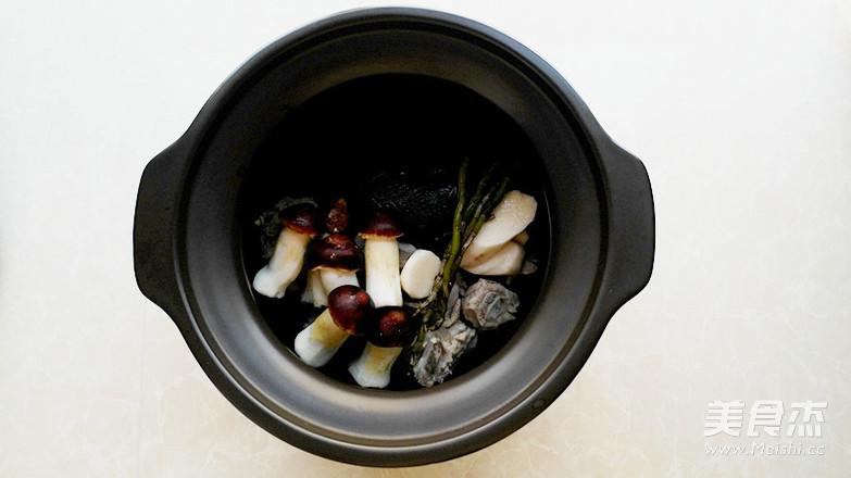 石斛松茸乌鸡汤-滋补而不燥的养生汤的家常做法