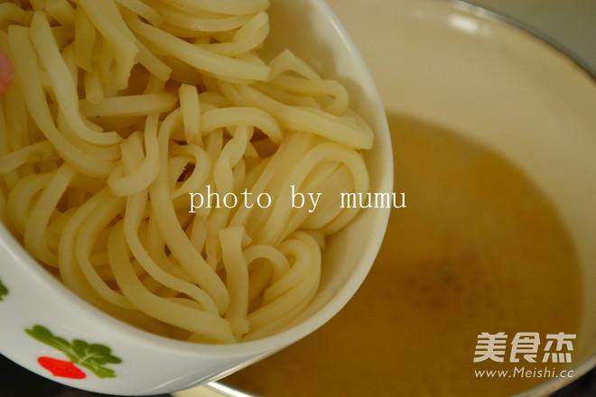 骨汤汆米皮的家常做法