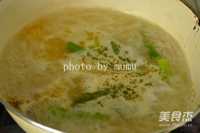 骨汤汆米皮怎么吃