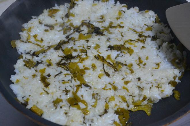酸菜鸡蛋炒米饭怎么炒