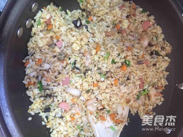 黄金虾仁炒饭的简单做法