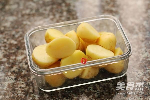 新奥尔良香草烤小土豆的做法图解