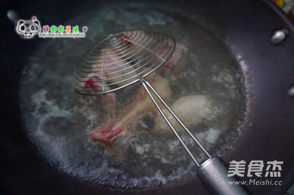 海带玉米胡萝卜骨头汤的家常做法